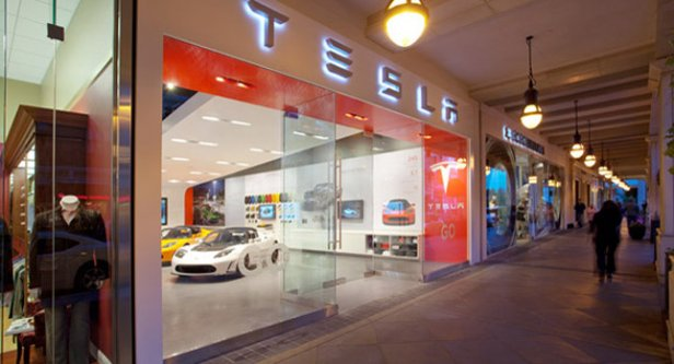 Salon Tesla - Salon samochodowy w centrum handlowym - Tesla wie co robi [wideo]