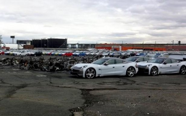 (fot. worldcarfans.com) - 16 Fiskerw Karma spalonych w New Jersey