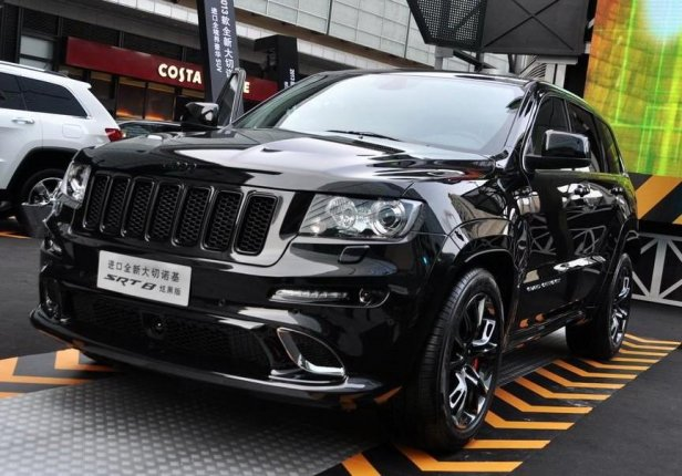 Jeep Grand Cherokee SRT8 Hyun Black Edition - Jeep Grand Cherokee SRT8 Hyun Black Edition - auto dla mordercy