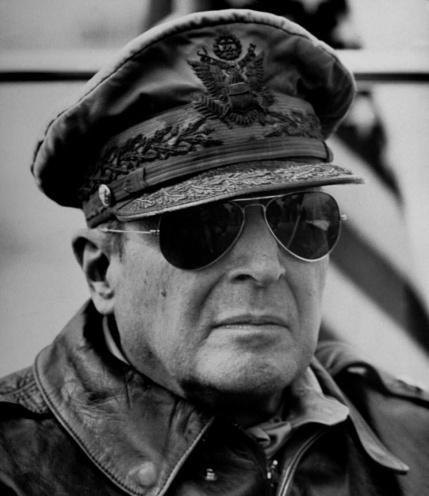MacArthur ijego okulary