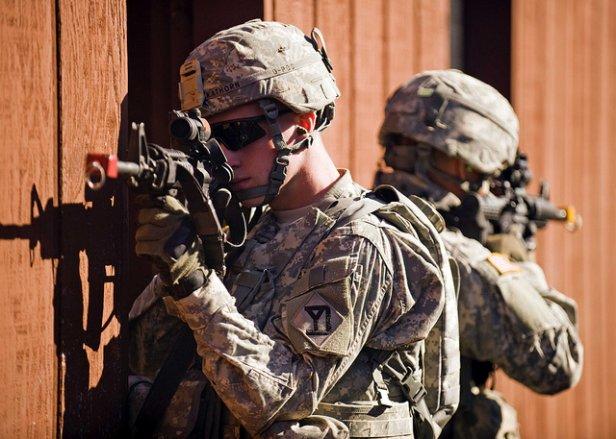 Trzeba dbać obezpieczeństwo (fot. nalic. CC; Flickr.com/by The U.S. Army)