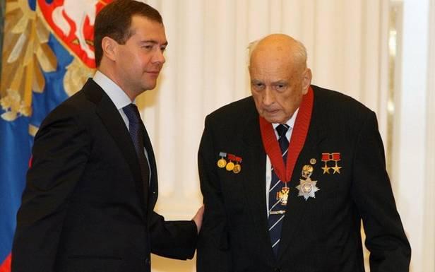 Siergiej Kowalow w2009 roku zówczesnym prezydentem Rosji, Dmitrijem Miedwiediewem (Fot. Kremlin.ru)