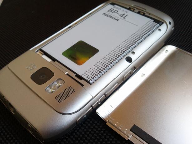 E6 klapka baterii