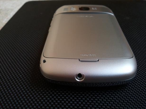 Nokia E6 - dolny brzeg