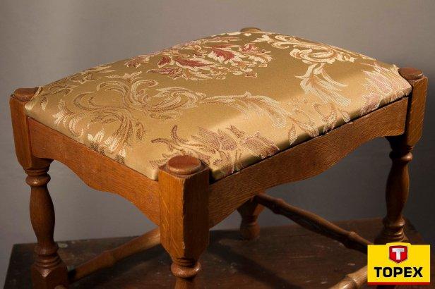tapicerka_42 logo - Renowacja starego stołka i wymiana tapicerki- krok po kroku