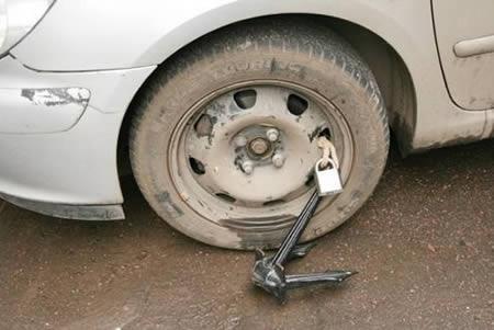 Samochodowe zabezpieczenia antykradzieżowe zprzymrużeniem oka