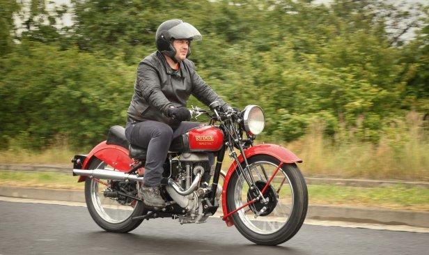Rudge-z-prawej-w-ruchu-02 - Oldtimerbazar – spoiwo łączące fanów motoryzacji [wywiad]