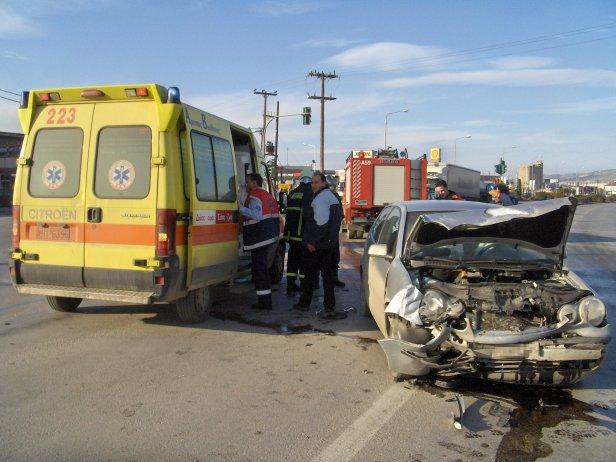 fot. Konstantinos Stampoulis via commons.wikimedia.org na lic. CC - Czy zawsze trzeba wzywać policję i pogotowie na miejsce kolizji lub wypadku?