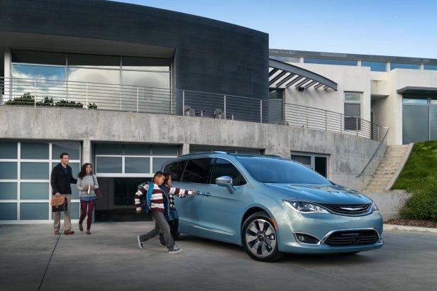 Chrysler Pacifica - Jak przygotować się do wyjazdu samochodem za granicę?